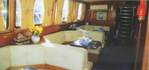 Kapal Wisata Artama 3.
