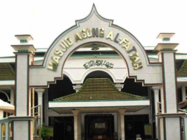 Masjid-Agung-Al-Fattah